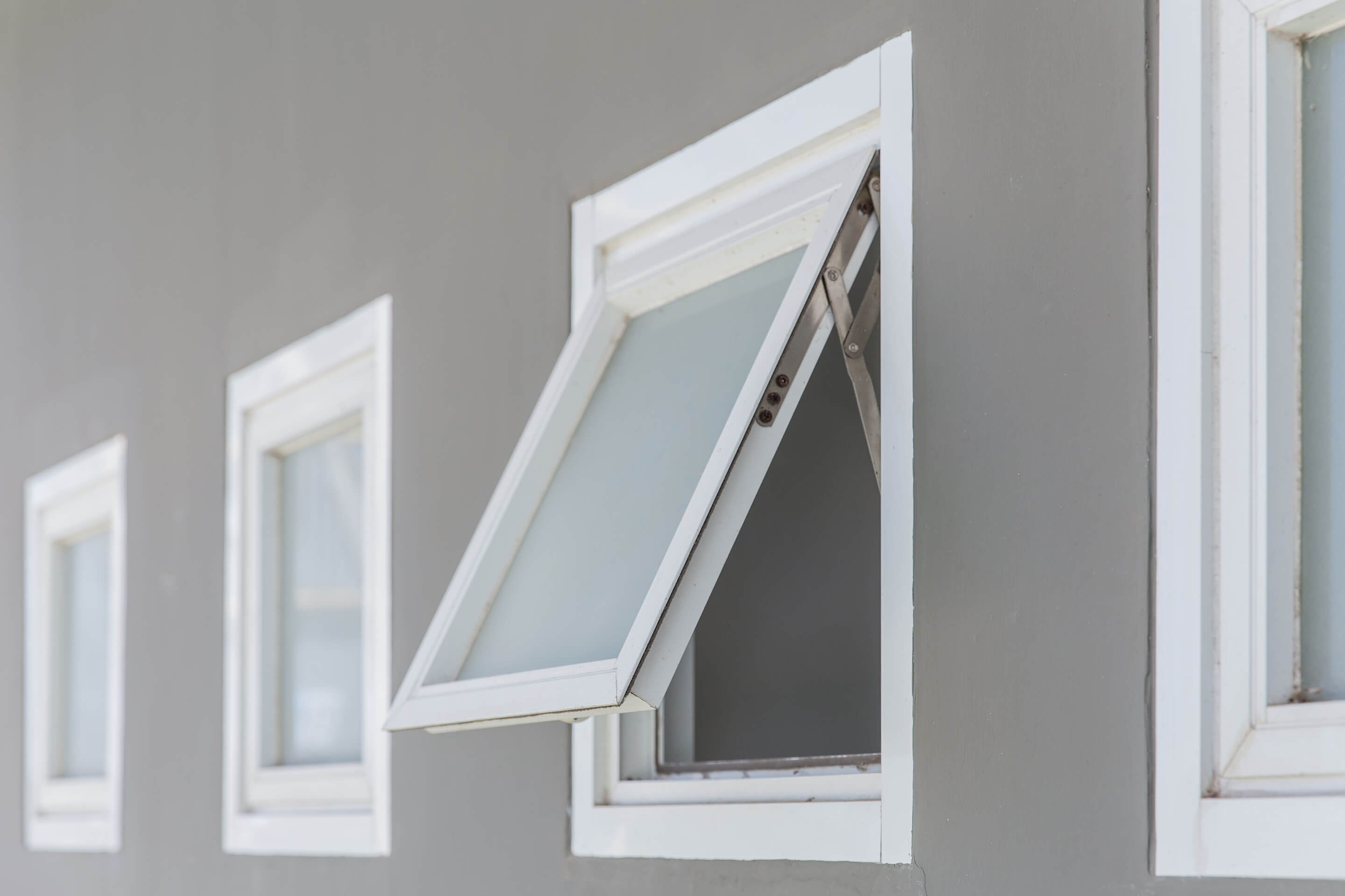 Awning Windows | Les Constructions Powers Inc.